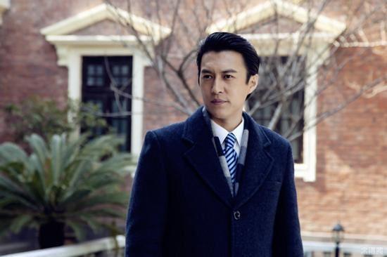 靳东 四十岁男神的青春范_莱克伊登_新浪博客