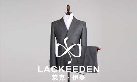 西装一般都是采用吊挂的方式,不要和其他衣物一样折叠